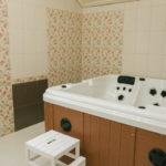 Гидромассажная ванна в сауне