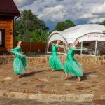 Танцуют на открытие ресторана в Переславле 27